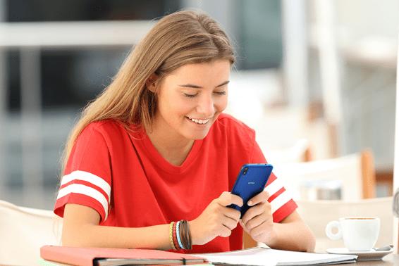 Casi la mitad de los menores a partir de 16 años recibe contenido sexual a través de su móvil, un 37% protagonizado por personas de su entorno 1565690729827-png.367027