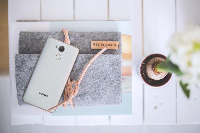 ¿Es el Doogee F7 una buena opción comparándolo con el Xiaomi Redmi Note 4? agizchina-es_wp_content_uploads_2017_01_doogeef71-jpg.146867