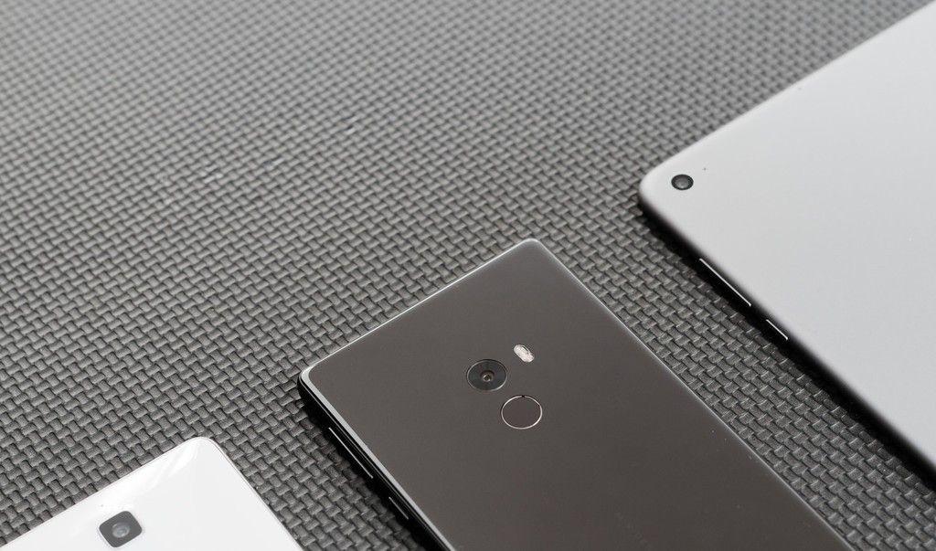 Según GearBest, el Xiaomi Mi Mix 2 vendría en tres versiones, una de ellas con 8 GB de RAM. ai-blogs-es_d774cd_xiaomi_mi_mix_5_1024_2000-jpg.283969