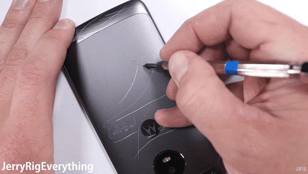 El Moto G5 pasa por un test de resistencia awww-tuexpertomovil-com_wp_content_uploads_2017_04_test_durabilidad_motog5_02-png.281907