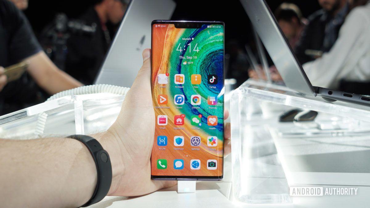Huawei-Mate-30-Pro-home-screen-in-hand-1200x675.jpg