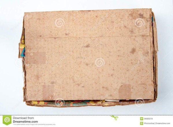 la-caja-de-cartón-marrón-vieja-es-cerrada-39305519.