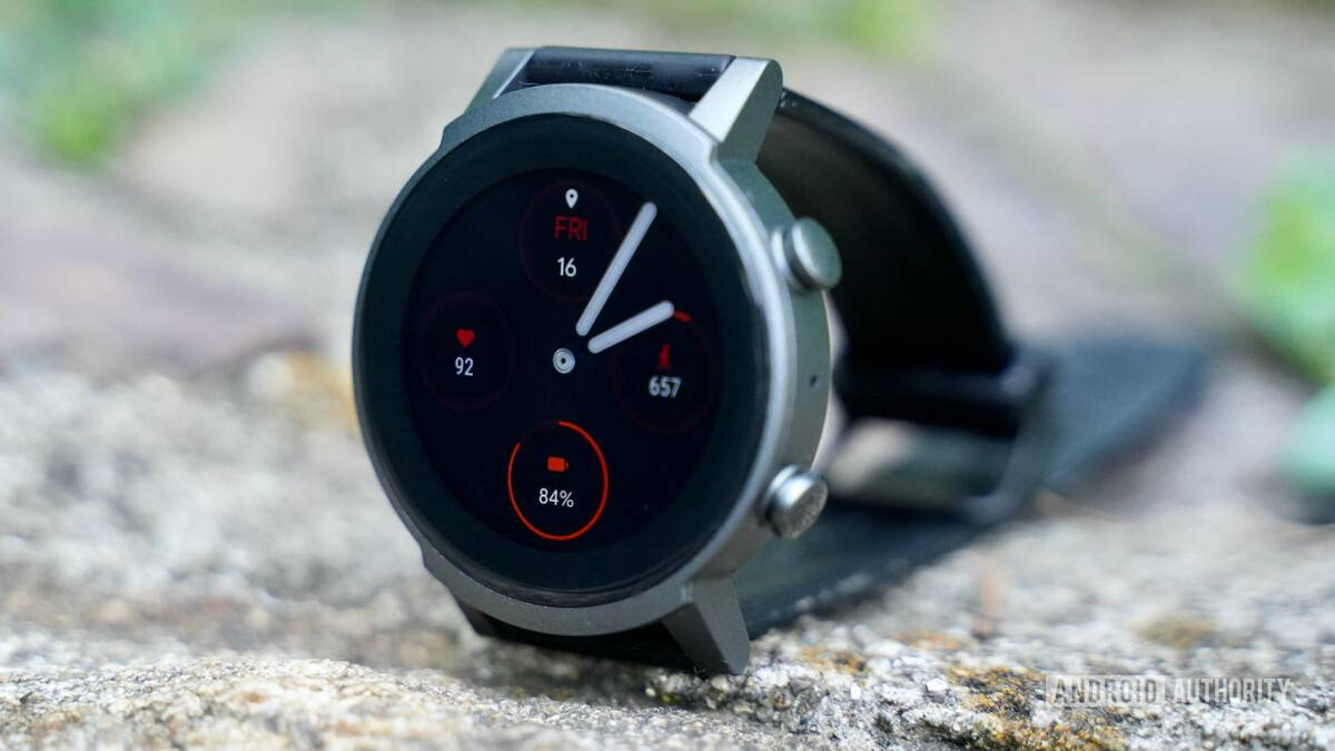 Mobvoi-TicWatch-E3-profile-with-face-on.jpg