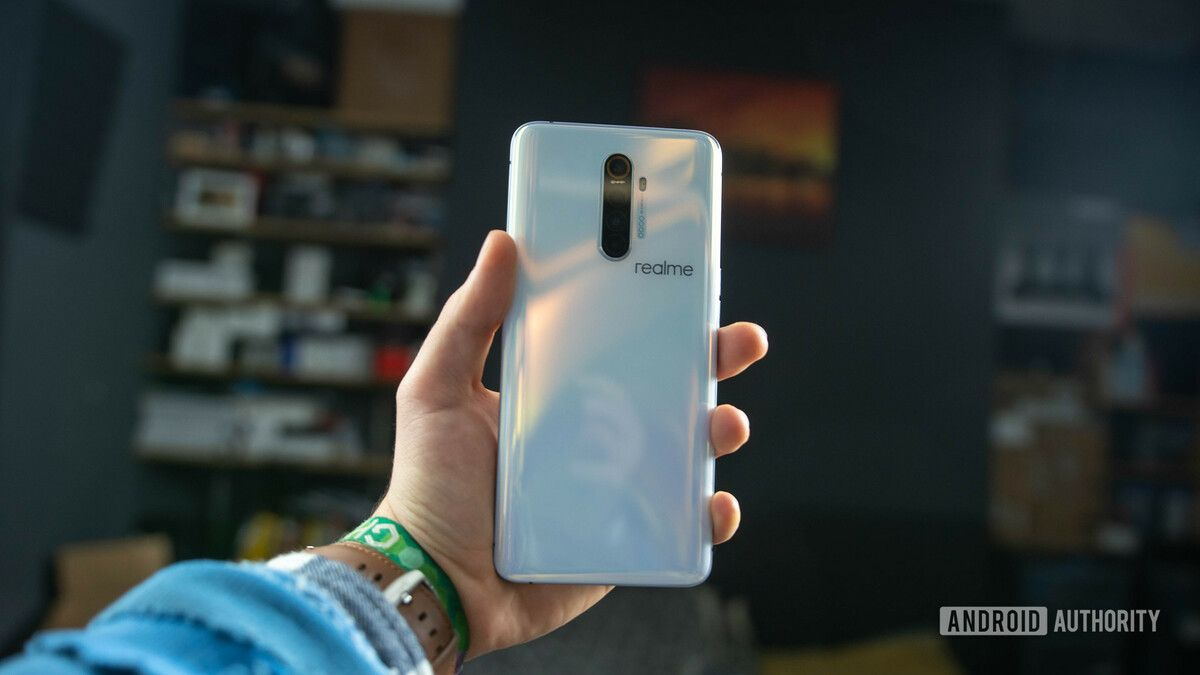 Realme-X2-Pro-rear-view-in-the-hand.jpg