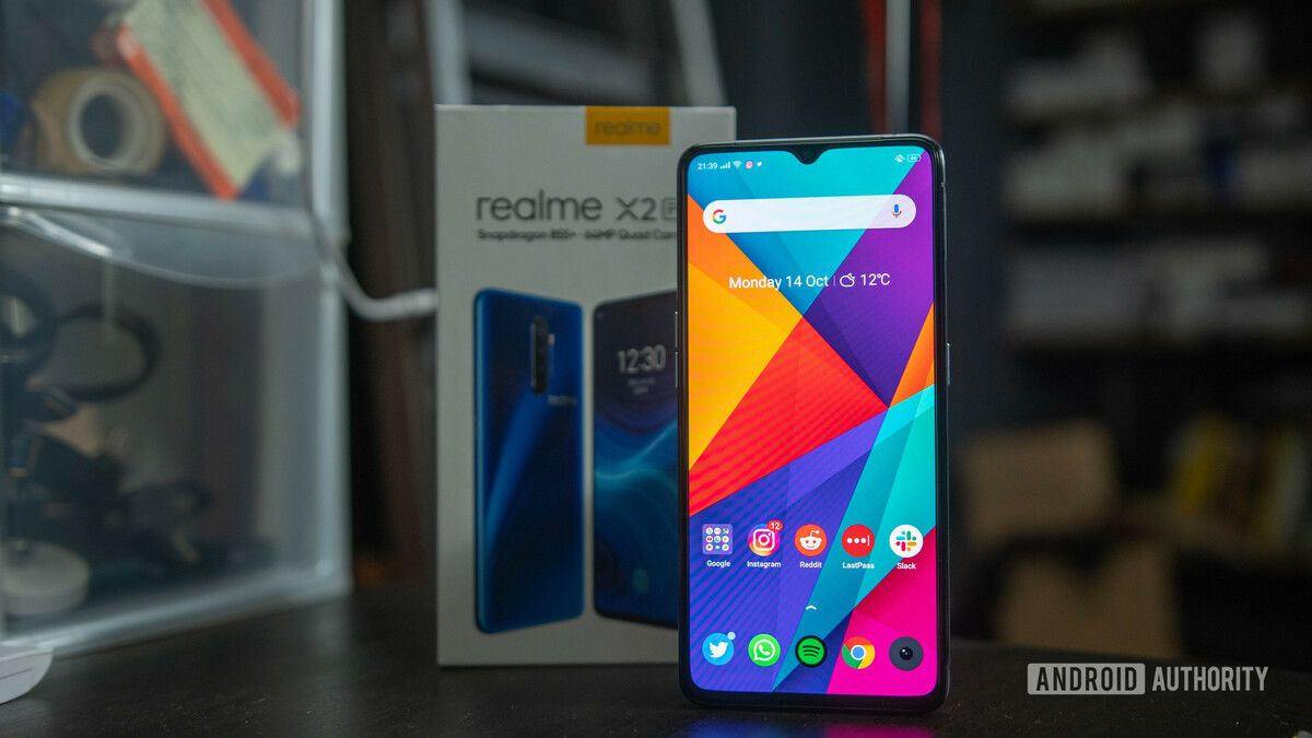 Realme-X2-Pro-Screen-on-in-front-of-box.jpg