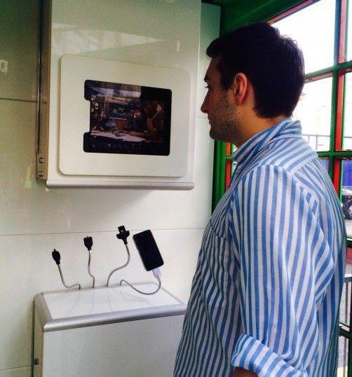 solarbox-phone-box-charging-2.